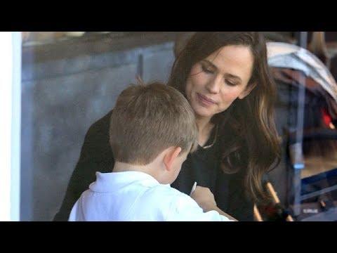 Jennifer Garner Glowing As Rumors Of Reuniting With Ben Affleck Grow
