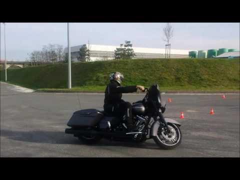 Un 8 en Harley Davidson Street Glide