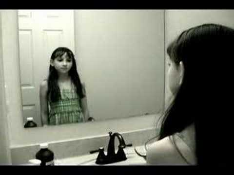 La niña en el espejo TERROR