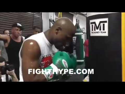 Floyd mayweather se burla cuando le dijo el japonés que le tocaría la cara
