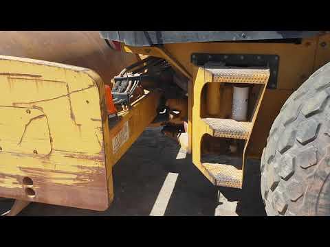 CATERPILLAR VIBRATORY SINGLE DRUM SMOOTH CS-583E equipment video wJ79tJETfaw