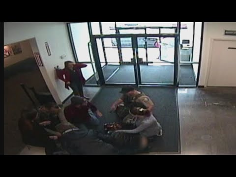 Deputy Saves Unresponsive Baby by Performing CPR in Oregon Mall