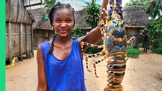 Video GIANT SEAFOOD on Africa's Biggest Island! Catch and Cook with Primitive Technology! MP3, 3GP, MP4, WEBM, AVI, FLV September 2019
