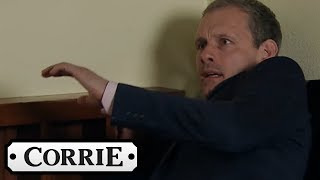 Video Max Tries to Clobber Nick with a Cricket Bat | Coronation Street MP3, 3GP, MP4, WEBM, AVI, FLV Agustus 2019