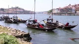 Regata de barcos rabelo no rio Douro