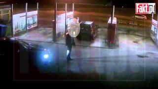 Duda sam myje samochód w nocy, co robi BOR?