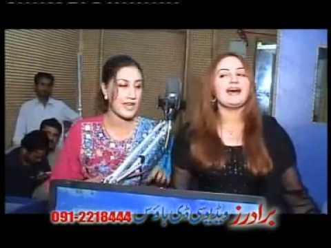 new pashto songs  Musarat Momand Feat  Urooj Momand Za Pekhawary Yem Ta Swatai  2011