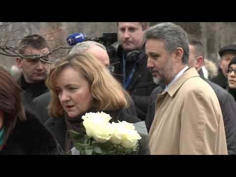 Moldovan president lays flowers to bust of great Romanian writer