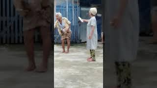Video LUCU!!! Nenek2 berantem rebutan harta😂🤣 MP3, 3GP, MP4, WEBM, AVI, FLV Mei 2019