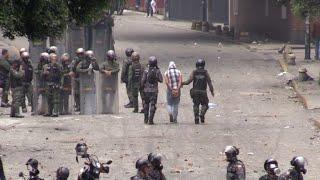 Las protestas contra el presidente de Venezuela, Nicolás Maduro, iniciadas el 1 de abril, dejan más de 100 muertos.