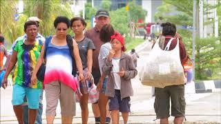 Download Video Pesona Kehidupan di PLBN Skouw Mewah Kota Jayapura, Pusat Belanja Antar Negara di Perbatasan RI -PNG MP3 3GP MP4