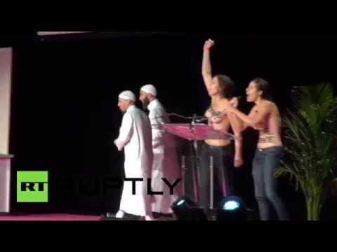 ФЕМЕН прыгнули на мусульман