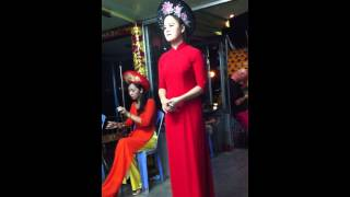 Bạn Gái Này Vừa Xinh Vừa Hát Hay - Video Nghe Hát Nhã Nhạc Cung đình Trên Sông Hương Huế