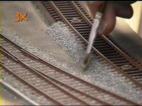 Gleise einschottern für die Modellbahn (видео)