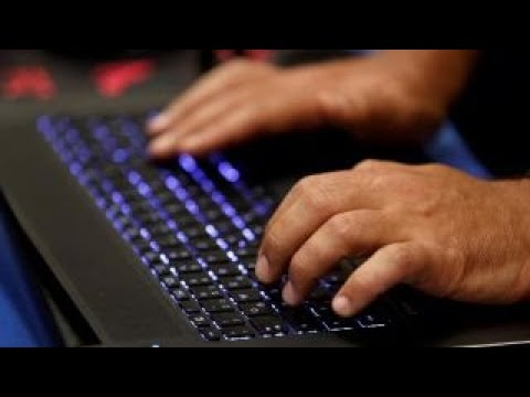 Microsoft puts sexiness ahead of security: Ex-CIA cyber officer