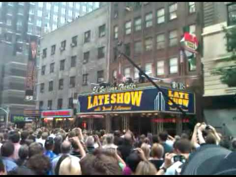 Video Paul McCartney - Get Back (Letterman Marquee 7/15/2009) download in MP3, 3GP, MP4, WEBM, AVI, FLV January 2017