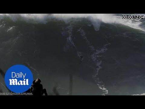 Σέρφερ σώθηκε από κύματα 18 μέτρων