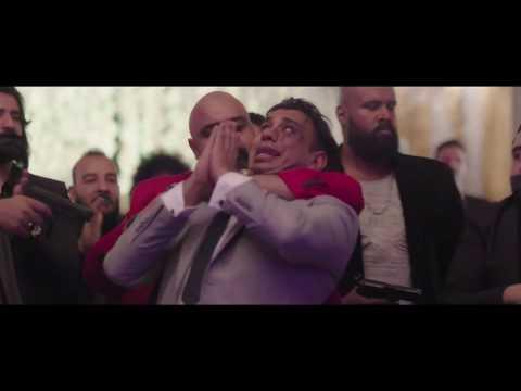 """""""قلب أمه"""": محمود الليثي يغني تحت تهديد السلاح"""