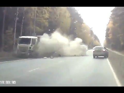 Самые жёсткие аварии грузовиков 2016. Итоговая подборка дтп за год.