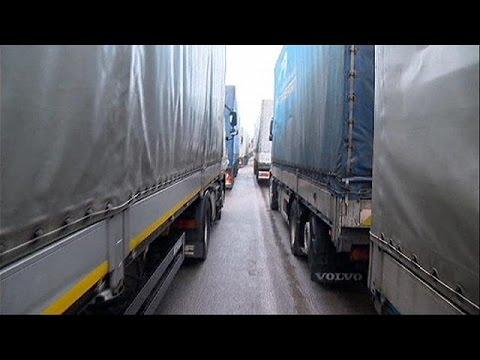 Μπλόκο στα ρωσικά φορτηγά προς την Ευρώπη