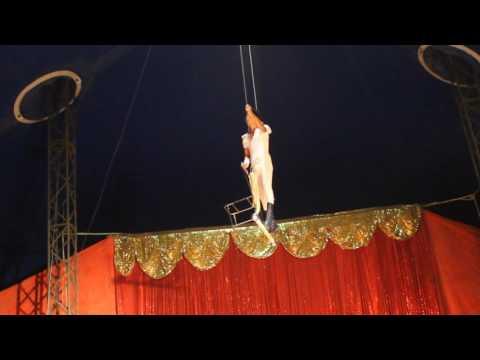 Trapecista Yovinco Montini del Circo Las Montini