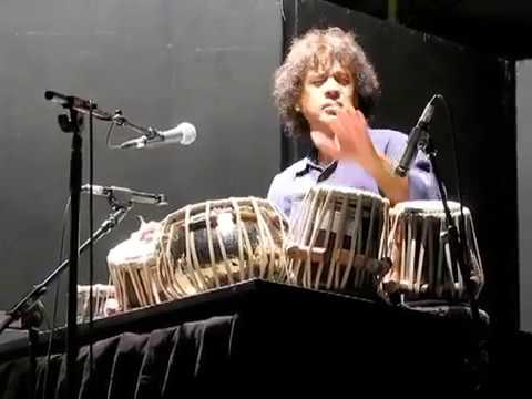 Video A very nice performance by Zakir Hussain download in MP3, 3GP, MP4, WEBM, AVI, FLV January 2017