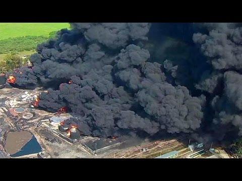 Μαίνεται η πυρκαγιά σε πετρελαϊκές εγκαταστάσεις κοντά στο Κίεβο