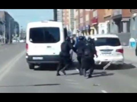 Водитель Infiniti ловко убежал от группы захвата в Красноярске