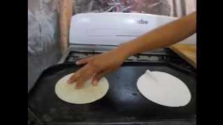 Video Como hacer tortillas de maíz, como hacer tortillas hechas a mano MP3, 3GP, MP4, WEBM, AVI, FLV Juli 2018