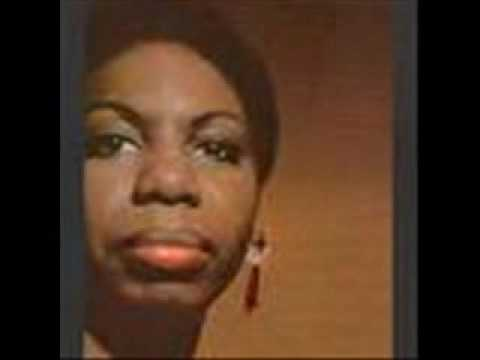 Tekst piosenki Nina Simone - Here Comes The Sun po polsku