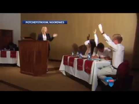 Kwinkslae, spitsvondighede tydens debatskompetisie / Debating the issues