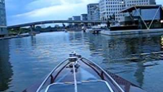 Offshoreboot oder Speedboot fahren in der City von Frankfurt ist das absolute Highlight. Erfahren Sie mehr unter...