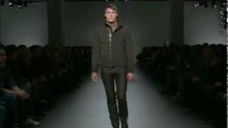 Nonton Calvin Klein Collection Men S Fall 2010 Runway Show Film Subtitle Indonesia Streaming Movie Download