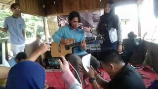 Ujian cinta - souqy band ( cover by : Ilham feat desy )
