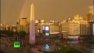 Así festejan los hinchas la victoria de River Plate ante Boca Juniors en Copa Libertadores