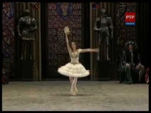 "Natalia Osipova In ""La Esmeralda"" Highlight Scenes From Bolshoi Debut"