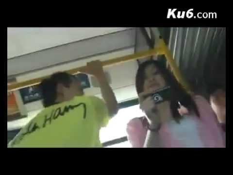 Làm sao để hôn gái lạ trên xe bus?