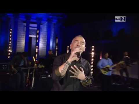 Tekst piosenki Eros Ramazzotti - Una Tempesta Di Stelle po polsku