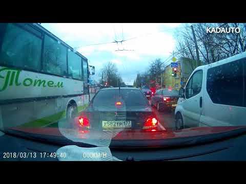 Обычный автобус г\\н О755ХН39 на ул. Дзержинского в Калининграде. 13.03.18