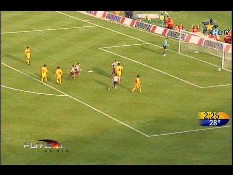 Pase gol de Paulo César Chávez