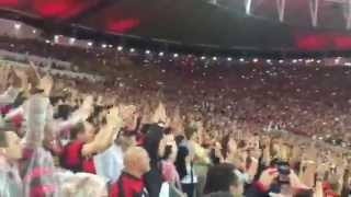 Raça empurrando o time do Flamengo e....... GOLAÇO de Luiz Antonio. Ihhhh... Libertadores....