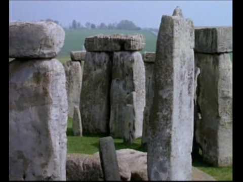 stonehenge - Stonehenge (pietra sospesa, da stone, pietra, ed henge, che deriva da hang, sospendere: in riferimento agli architravi) è un sito neolitico che si trova vici...