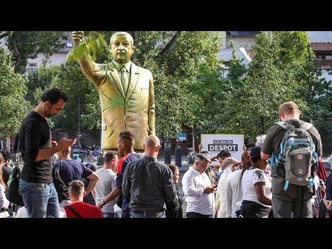 Διχάζει στη Γερμανία ένα άγαλμα του Ερντογάν