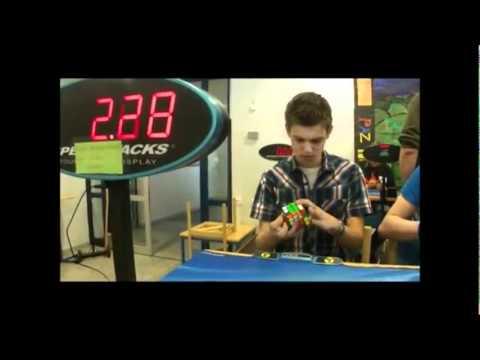 la mano più veloce del mondo: cubo di rubik in meno di 6 secondi