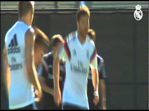 madrid - Real Madrid completa su primer día de trabajo en las instalaciones de UCLA. Subscribe to Real Madrid on YouTube: http://bit.ly/NSyxv8 Like Real Madrid on Facebook: http://facebook.com/realmadrid...