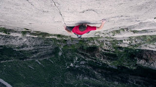 Man Climbs 1500-foot Big Wall Solo With No Equipment, Breathtaking!