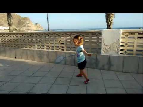 Дети играют   Играем в бадминтон
