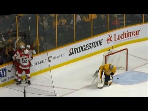 Video: Predators pull Rinne after barrage from Hurricanes