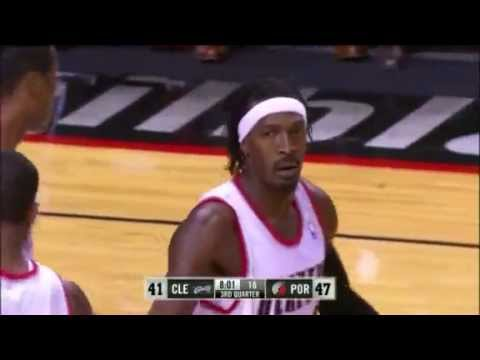 Gerald Wallace rejects Anderson Varejao