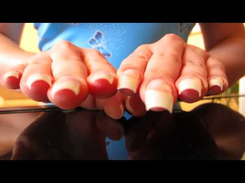 ASMR: dani 89 tapping on glass with her natural long nails (video 40)